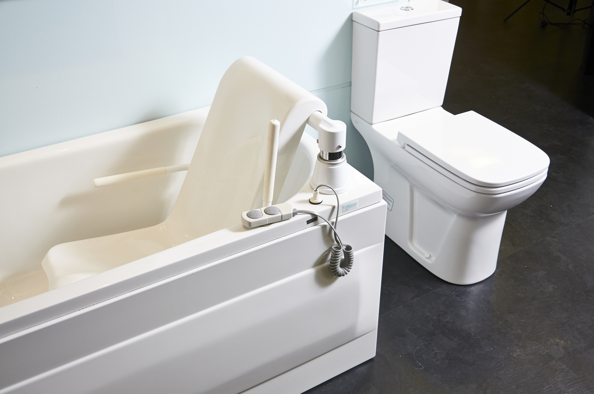 Help Amp Advice Stylish Easy Access Bath Amp Shower Rooms